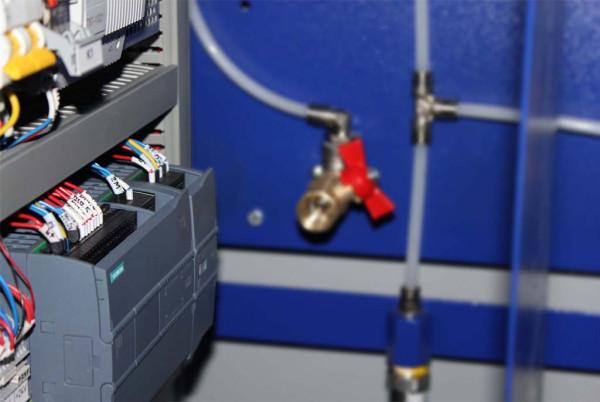 Utomatisierte Station für Prüfung der Einspritzelementendichtheit