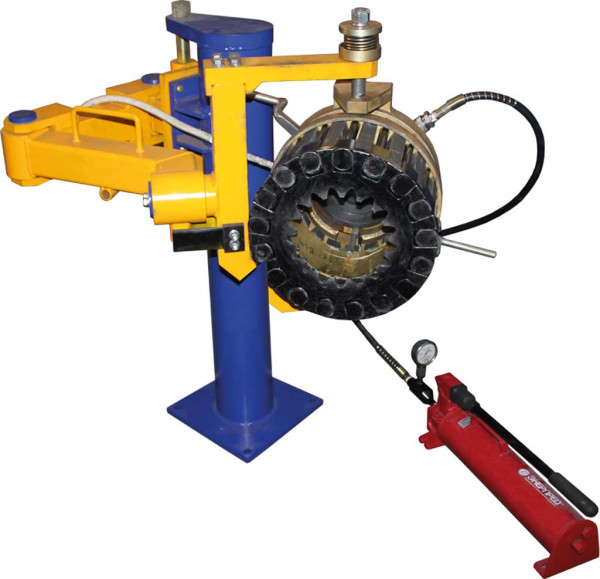 Small gear puller from traction motor shaft
