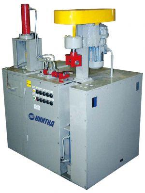 Mechanisierter Arbeitsplatz für die Demontage und Montage der hydraulischen Schwingungsdämpfer