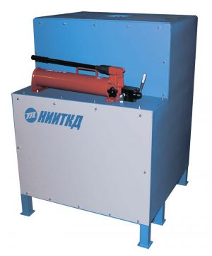 Press for bearing pressing out and pressing in the end shields